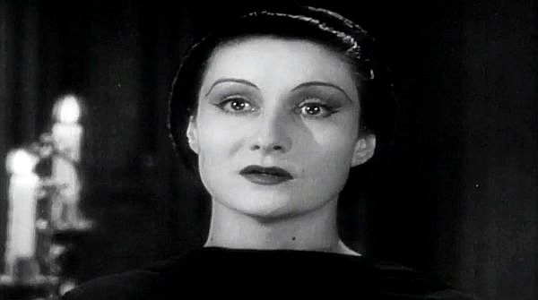 Dracula's Daughter: She's Exotic! She's Hypnotic! She Gives