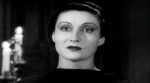 draculas-daughter_look-at-me