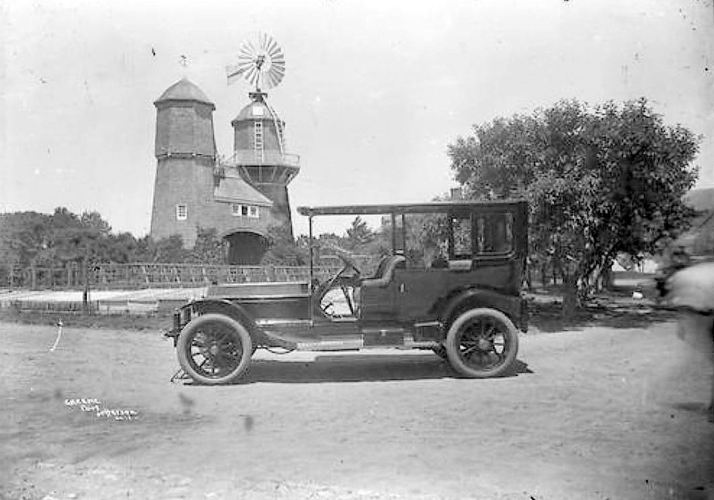 NY_standpipe_tinker-estate_queens-NY_1910_queens-library_windmill